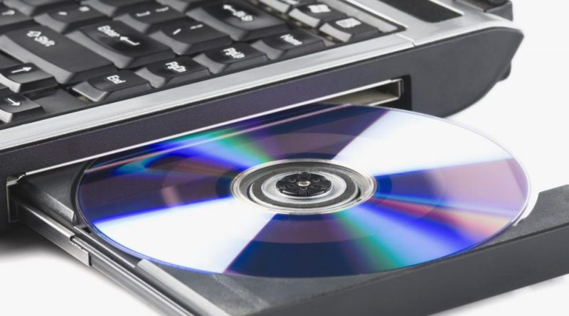 closeup-open-cd-tray-in-laptop-computer1